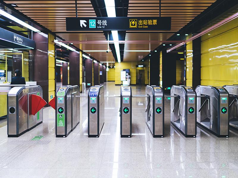 地铁站如何正确的设置导向标识牌的位置